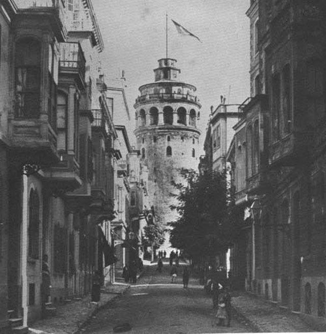 25/07/1795   Galata Kulesi'nin ahşap kubbesi yandı.
