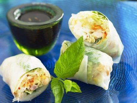 Färska vårrullar med räkor, nötter, majonnäs och mynta Receptbild - Allt om Mat