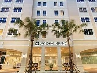 Jupiter (FL) Wyndham Grand Jupiter at Harbourside Place United States, North America Ideally located in the prime touristic area of Jupiter, Wyndham Grand Jupiter at Harbourside Place promises a relaxing and wonderful visit. The hotel offers a high standard of service and amenities to suit the individual needs of all travelers. Free Wi-Fi in all rooms, 24-hour front desk, facilities for disabled guests, express check-in/check-out, luggage storage are just some of the facilitie...
