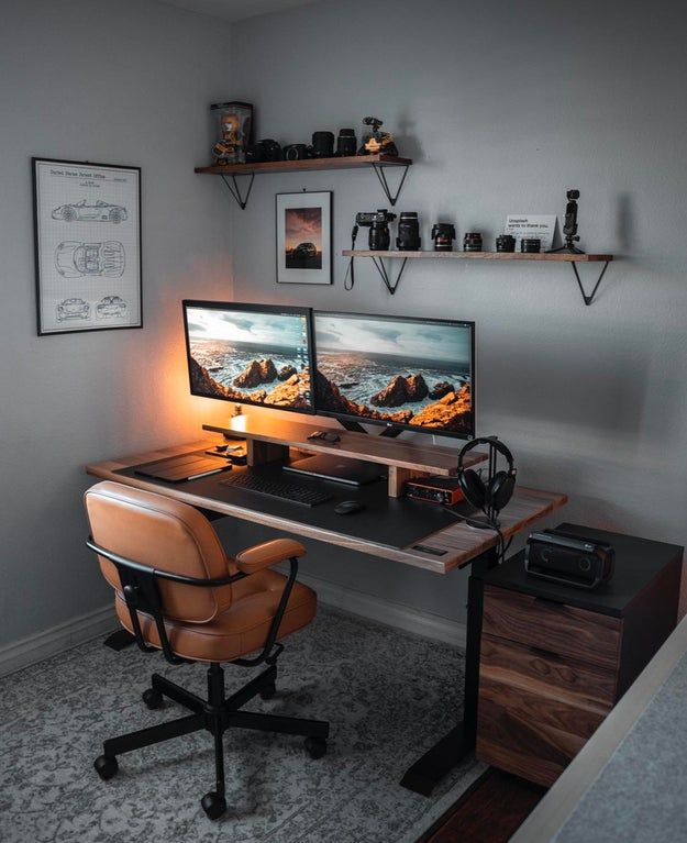 My new office setup! Huge thanks to my sister, Audrey and her husband Joe for helping put together the new office setup! I decided… Home Studio Setup, Home Office Setup, Home Office Space, Best Home Office Desk, Small Office, Workspace Design, Office Interior Design, Office Interiors, Minimalist Desk