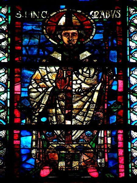 Incmaro di Reims, vetrata della cattedrale  di Notre Dame di Reims. Oltre che vescovo, Incmaro fu teologo e filosofo, nonchè autore di numerose opere, fra le quali si ricorda la Vita di san Remigio.