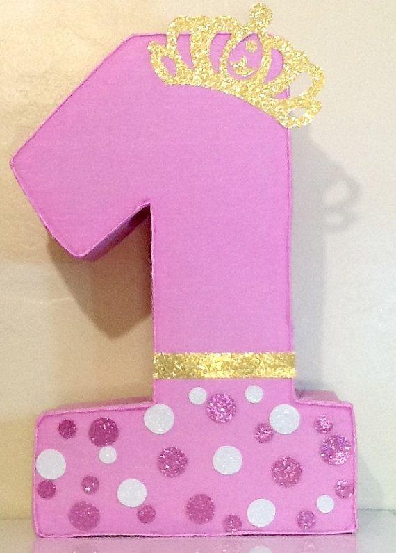 Primer cumpleaños piñata. Decoracion rosa y dorado. Piñata