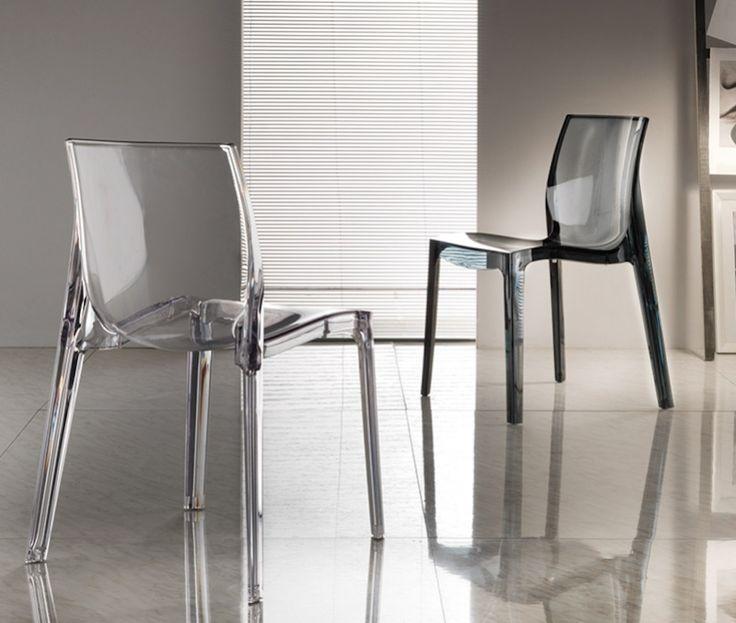 Sedia moderna di design molto leggera, disponibile in diverse colorazioni Ideale per arredare ambienti moderni, ristoranti, bar e cucine