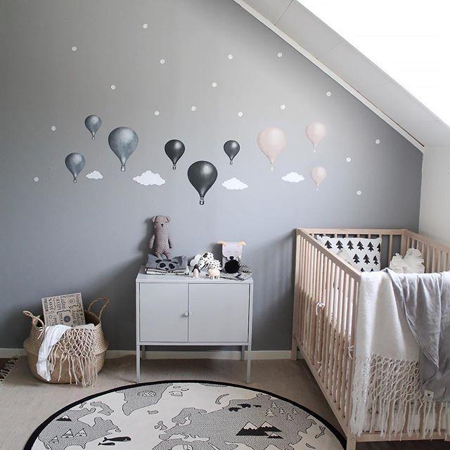 Stickstay, stickers för barnrum, sätts direkt på väggen.
