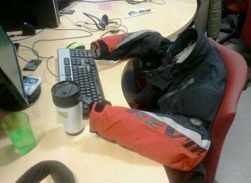 Mi compañero de trabajo es el hombre invisible...