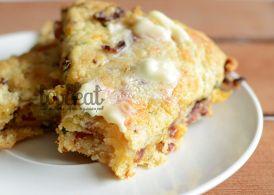 Пирог с беконом, чеддером и зеленым луком.
