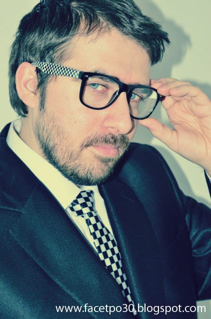 Suit: Giacomo Conti, shoes: Deichmann, shirt: Dastan, glassess: Wayfarer. More photos on http://facetpo30.blogspot.com/2013/12/elegancko-na-swieta.html