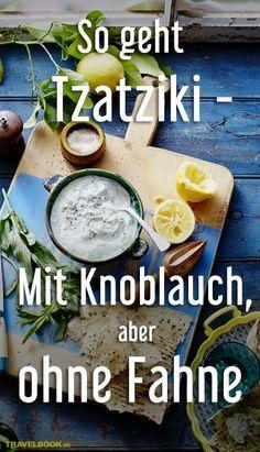 """Tzatziki, der griechische Klassiker mit jeder Menge Knoblauch darf bei keiner Grillparty fehlen. Wie man ihn in wenigen Minuten zubereitet und mit einem einfachen Trick die Knoblauch-Fahne am nächsten Tag vermeidet, verraten wir in unserer Food-Kolumne """"Friederikes Weltspeisen""""."""