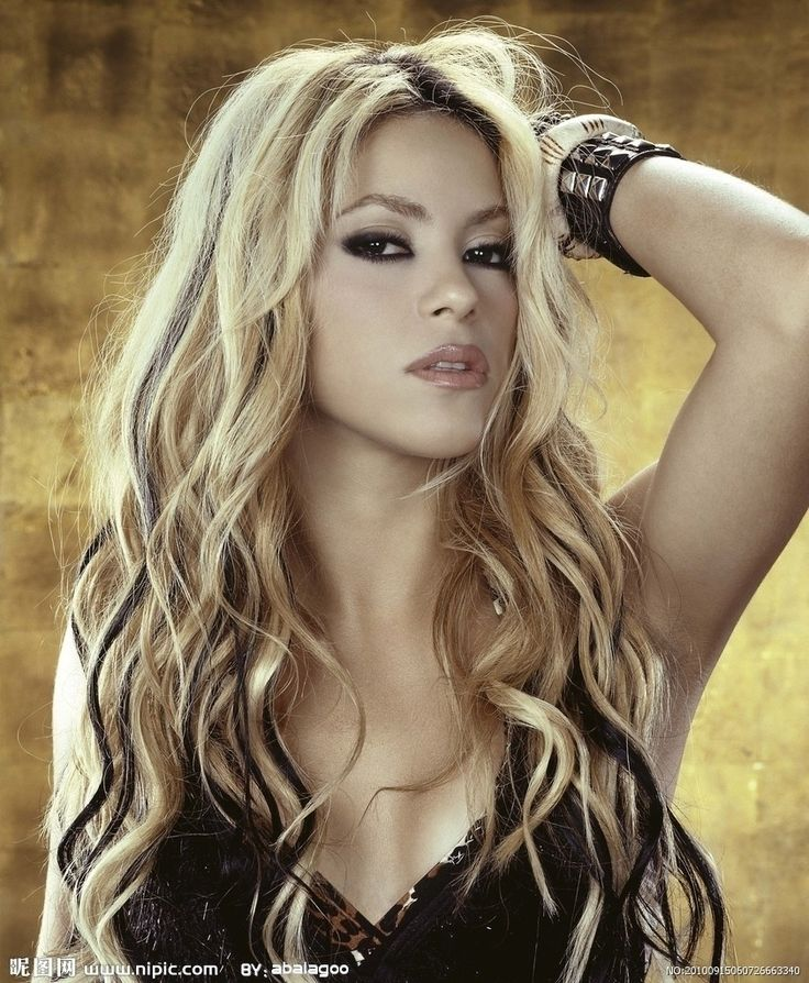Shakira blonde with black streaks black highlights interspaced with blonde gave Shakira an edgy feel. It spelled R.O.C.K.S.T.A.R. She wore the hair tousled and it really suited her, in fact it became like an extension of her personality.