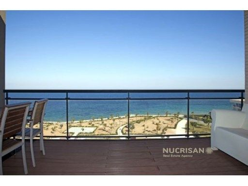 Se vende apartamento en Mil Palmeras, Alicante, Costa Blanca. Primera línea del mar | 3 Habitaciones