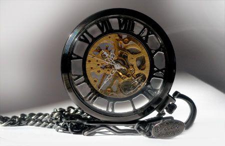sirius black, montre pendentif homme,montre gousset avec mecanisme apparent, montre a remontage manuel,montre de poche, montre ancienne en acier, montre en acier noire, idée cadeau,cadeau anniversaire,cadeau Noël, cadeau st. Valentin, les chiffres romaines,montre de perles du temps
