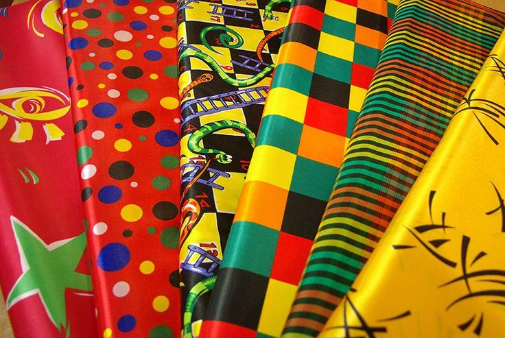 Tissus colorés pour la confection de vos costumes de carnaval. Disponibles au rayon Couture & Haute Couture de votre magasin Ellen Décoration.