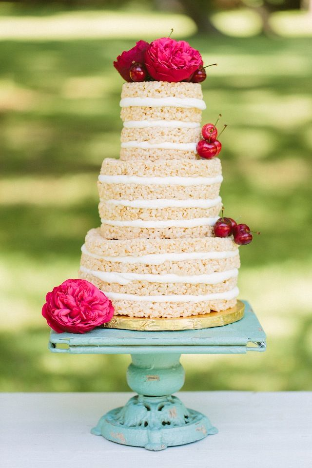 Rice Krispy cake ⎪ Ashleigh Jayne Photography ⎪ see more on: http://burnettsboards.com/2014/11/retro-lovin-wedding-ideas/