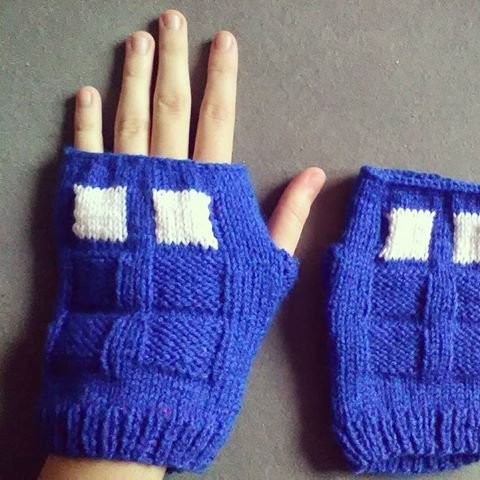 #tardis #doctorwho #whovian #geek #nerd #knitting #handmade #doctorwhofanart #doctorwhohandmade #tardisfanart #tardishandmade #blue #gloves #mittens #fingerlessgloves #unisex #dziewiarstwo #seriale #rękawiczki https://www.etsy.com/listing/483604371/tardis-gloves-fingerless-or-with-one?ref=shop_home_active_1