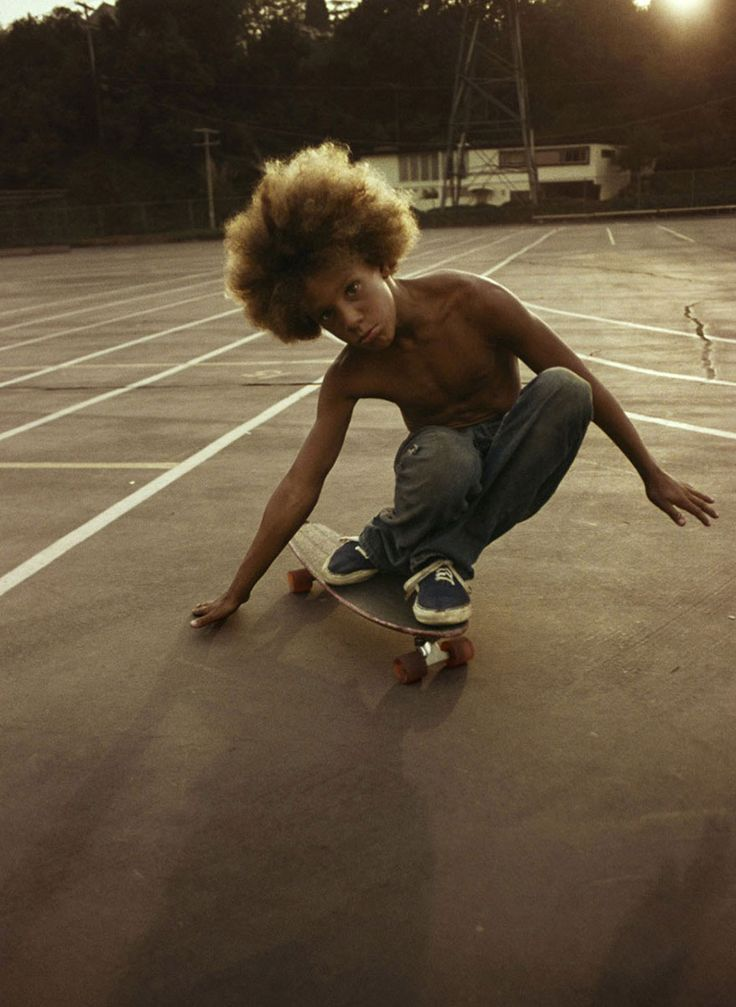 Skateboarding In 1970s California During The Golden Age Of Skate Culture. photographer Hugh Holland perfectly captured the spirit of this golden age in his beautiful photo album – Locals Only: California Skateboarding 1975-1978.