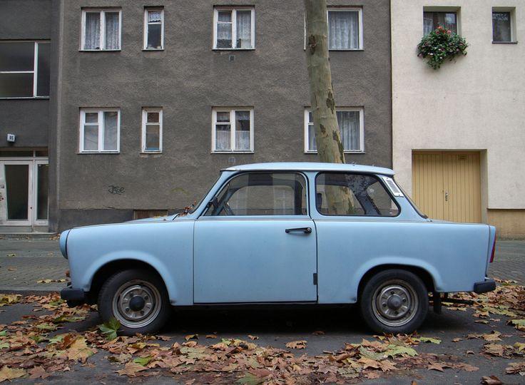 cute sky-blue Travi! Wohnkultur in der DDR. Jeder richtet sich seine Wohnung individuell ein. #ddrmuseum