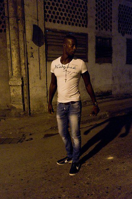 "© Santiago Escobar-Jaramillo, ""Esquina CALIente 1"" de la serie 'P-i-p-o-s', La Habana y Guanabo Cuba, 2013 #BAC #fotografia #contemporanea #contemporary #photography  #art #arte #bogota #cuba"