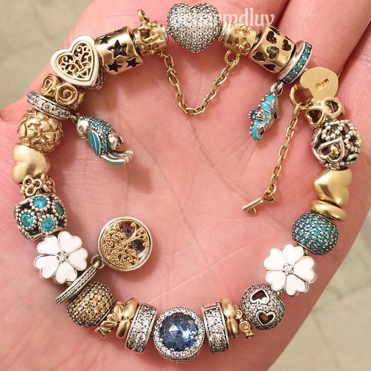 Not yet in Christmas mood so going for teal today#pandora #pandoraaddict #pandorabracelets #pandorabracelet #pandoramoments #pandoragold #pandoracharms #pandoraaddicted #gold #silver #jewelry #familytree #flower #teal #blue #pandorastyle #pandorainspired #pandora_magic