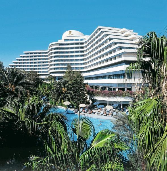 Rixos Downtown is een luxe, sfeervol, recent gerenoveerd hotel en biedt een prachtig uitzicht op de Middellandse Zee en de bergen van Toros.    Het hotel is centraal gelegen op slechts ca. 500 m van het Konyaalti strand en ca. 1 km van het centrum en biedt vele faciliteiten voor jong en oud, waaronder een miniclub, fitness en massages.  De kamers zijn verzorgd en sfeervol ingericht. Naar keuze zijn er kamers met een prachtig zeezicht of ruime suites boekbaar.  Officiële categorie *****