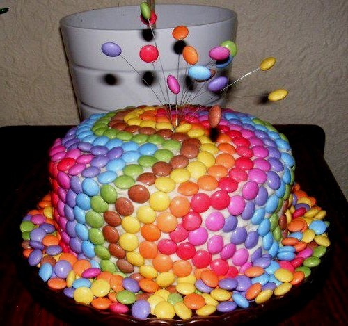 how easy and such a cool effect for a birthday cake!!