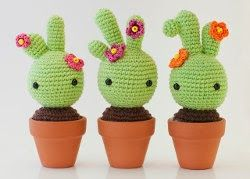 This cute Spanish baby cactus pattern  is available on Ana's blog .