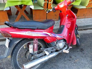 OldMotoDude: Yamaha Crypton spotted on Dominican Republic trip