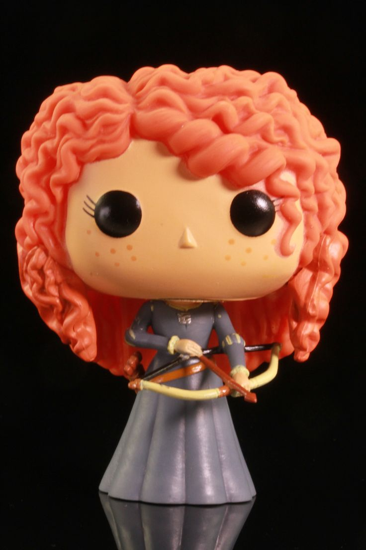 Brave Merida! You competed for your own hand in marriage ... and won! You should have seen then that it doesn't take a cursed cake to change your fate. Figure is new, unused, and in its original box.