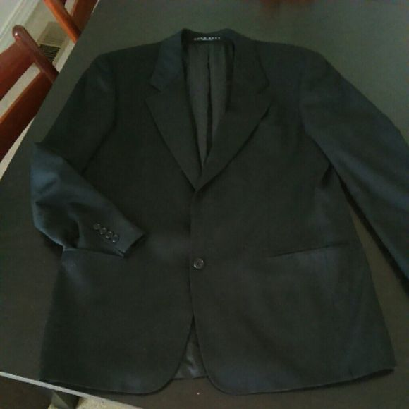 ??Men's designer blazer, GORGEOUS!!!?? This blazer has been gently worn, excellent condition! Fraction of the retail cost. I will ship with a dress bag for protection. Has been freshly dry cleaned. I ship quick and live reasonable offers. Smoke and pet free, ??NO TRADES?? Hugo Boss Jackets & Coats Blazers