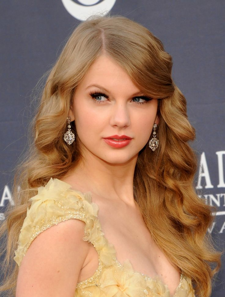 Soft Curls. Perfection! More pictures of Taylor >> http://www.gactv.com/gac/ar_az_taylor_swift/article/0,,GAC_29996_4708512,00.html?soc=pinterest