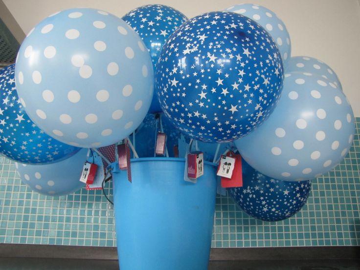 Ballonnen trakteren op de creche. Balloon birthday treat for daycare