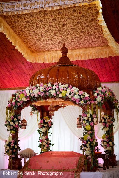 Sikh wedding ceremony decor. http://www.maharaniweddings.com/gallery/photo/93550
