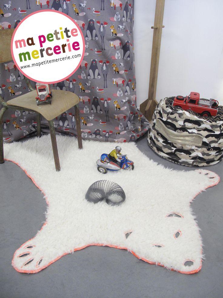 Le tapis ours polaire (aucun animal n'a été maltraité pour cette création!) adorable dans une salle de jeux, une chambre d'enfant et douillet au pied du lit! DIY fluffy carpet bear!