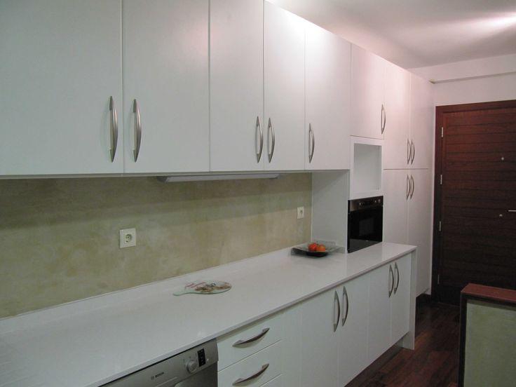 La pared de tu cocina con microcemento para darle un aire - Cocinas de microcemento ...