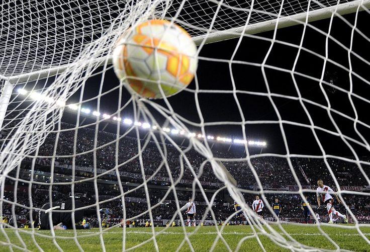 El único tanto del encuentro lo convirtió Carlos Sánchez de penal, a los 36 minutos del segundo tiempo