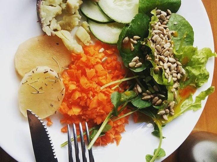 Para facilitar sua vida, o Catraca Livre selecionou 13 restaurantes veganos deliciosos, e ainda lança o desafio: que tal deixar de comer carne (pelo menos) às segundas? Um teste que pode ser benéfico à sua saúde e à vida de milhares de animais.