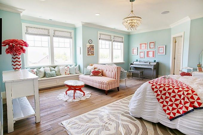 Turquoise is an obvious favorite for me; red- not so much... but I'll tell you what, the combo is just stunning! Love it! House of Turquoise: Dream Home Tour