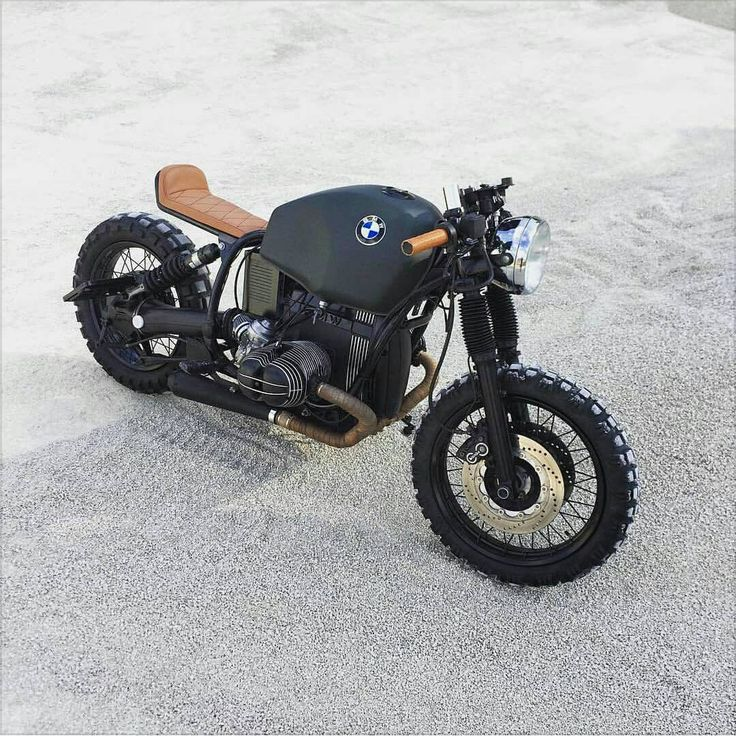 "Alfio Pappalardo op Instagram: ""a little german devil with an Italian heart. @thebikemaker #bmw #R80r #scrambler #special #coolmotorcycles #vintage #bmwclassic #bmwmotorrad #caferacer #caferacerxxx #custom #garage #bratstyle #vintagemotorcycles #ironandair #vsco #streetstyle #riders #oldschool #seaside #msom #funbike #cool #mensstyle #bmwcaferacer #bikeexif #vintagebmw #bobber. #thegoldblackmagazine"""
