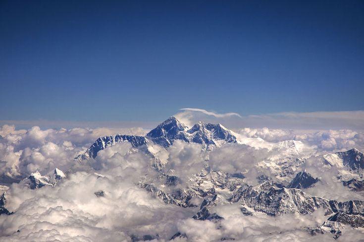 Η στέγη του κόσμου, το  Όρος Έβερεστ, όπως φαίνεται από το αεροπλάνο πηγαίνοντας στο Bhutan.