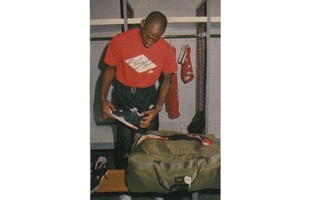 """Michael Jordan packing his Nike Air Jordan IV """"Black Cement"""" in his bag"""