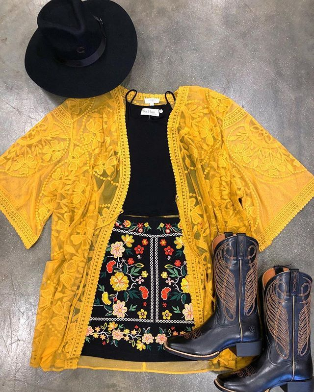 Get this look El Potrerito and @ale_accessories
