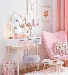 O que falar desse cantinho maravilhoso? www.eutambemdecoro.com.br Por: Maison du Monde #design #designdeinteriores #inspiration #inspiração #quarto #cantinho #flamingo #lindeza #decoro #decora #decoracao #decor