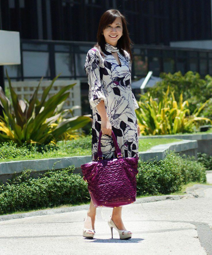 During summer, wear a dress that does not adhere to your body shape - even if it has long sleeves. This is a Sinequanone dress and the bag is Escada Plisse in purple. Stella Luna shoes.