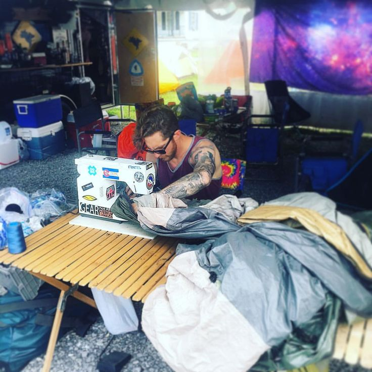 いいね!533件、コメント9件 ― Big Agnesさん(@bigagnes_)のInstagramアカウント: 「Repair/sewing/warranty guru Loren is on hand at Trail Days ready to lend some thread or patch as…」
