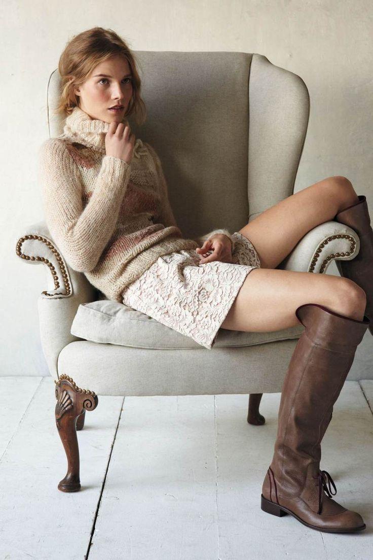 Beige shorts, sweater, brown boots