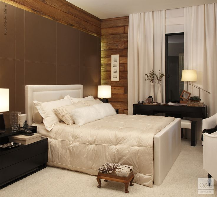 Móveis escuros e paredes também escuras como em uma casa de madeira pré fabricada. Situação que é resolvida com o uso de muito branco ou tons claros como off white, barbante, na mobília, na cortina, piso ( ou um grande tapete claro) e no enxoval da cama