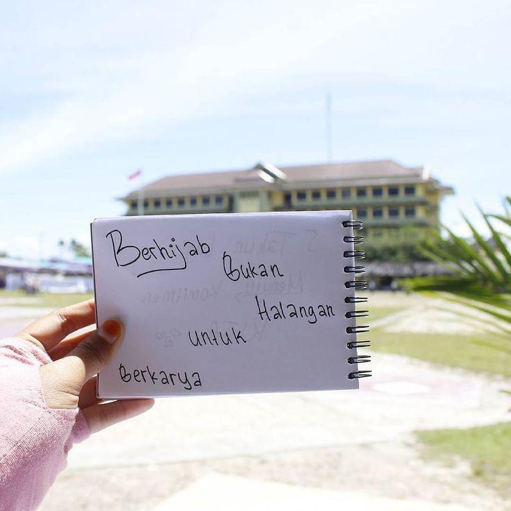 "Karena ""Berhijab bukan halangan untuk berkarya"" .  Follow and Support @IndonesiaMenutupAurat  @IndonesiaMenutupAurat  @IndonesiaMenutupAurat  .  #kejuaraanpmrkabtangerang #muslimah #sma #remaja"