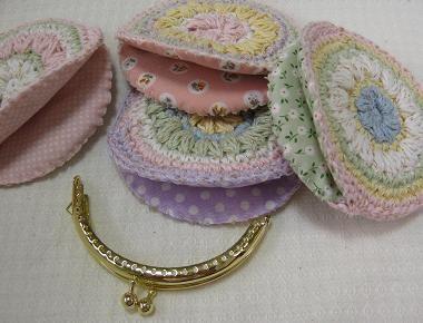 Crochet coin purse Geen patroon maar zo te zien zijn het gewoon rondjes met voering en dan in je frame naaien