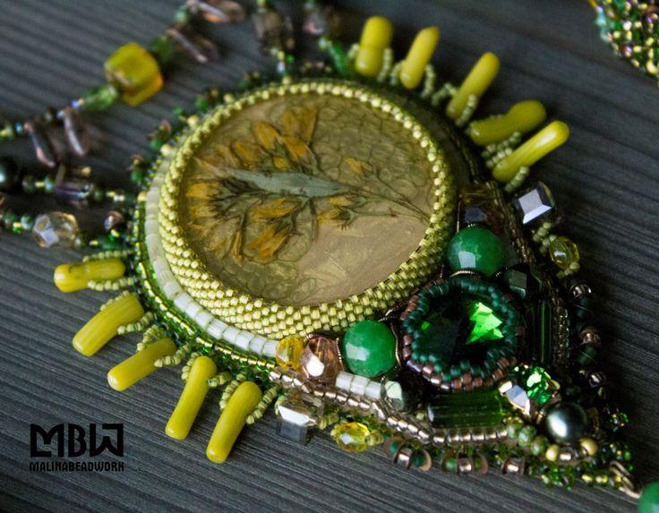 #malinabeadwork #beaded #beadembroidery #embroidery #jewelry #jewellery #handembroidery #handmade #jewelrydesigner #fashionjewelry  #beadsmith #вышивка #бисер #headpiece #headdress #bijou #crown #headpiece #headdress #kokoshnik #элитнаябижутерия #бижутерияростов #olivin #epoxy