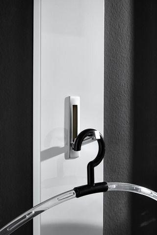 Předsíňový panel COLORADO - Sconto Nábytek-Bojujete doma v předsíni s každým centimetrem? Věšák s výklopnými háčky je inteligentní a originální řešení.