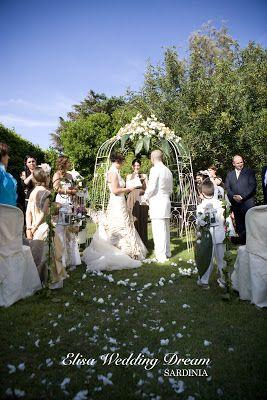Bride and Groom| Wedding Destination Sardinia http://elisaweddingdream.blogspot.it/2012/12/real-wedding-sonia-e-pierpaolo.html